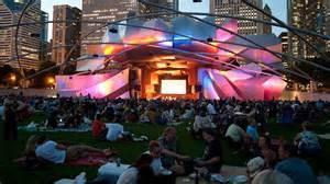 | 千禧公园露天免费电影每周二晚看起来!